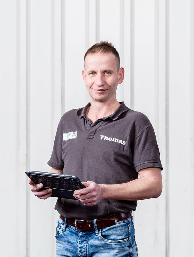 Thomas Fischer KFZ Unfallgutachter mit iPad - mobil